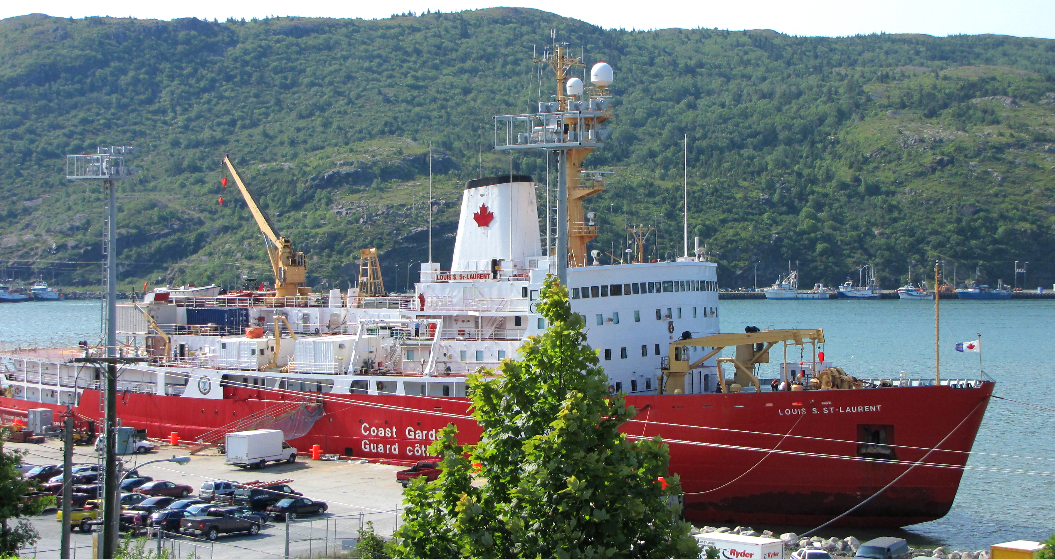 Like a third of the ships in the Coast Guard's fleet, the CCGS Louis S. St. Laurent is now past its operational life cycle. (Gordon E. Robertson)