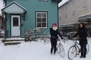 Savannah de Boer (left) and Marina Cañellas (right) as they hesitate to ride their bike after the first snow fall of the year. (Photo : Chloé Fiancette)